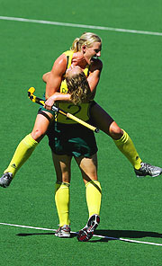 Australia's Sarah Taylor embraces a fellow team-mate after the Hockeyroos historic 1-0 victory over India in the gold medal game.